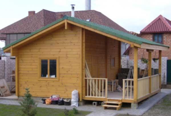 Маленький каркасный дачный домик