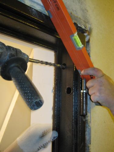 установка входной стальной двери
