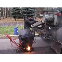 Ремонт дорожного покрытия битумной мастикой, заливка швов