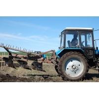 Вспашка огородов и земельных участков трактором МТЗ аренда погрузчика