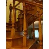 Делаем качественные деревянные лестницы для загородного дома по индивидуальным заказам
