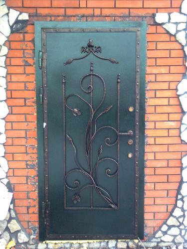входная кованная дверь