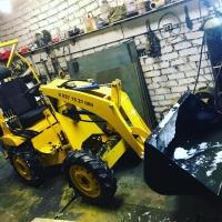 Мини трактор погрузчик