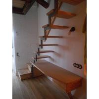 Лестница с ящиками для квартиры