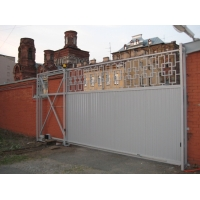 Автоматические ворота откатные, с комбинированной зашивкой Аверс-Гейт