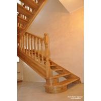 Лестница из массива дерева открытого типа