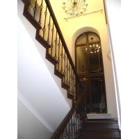 Лестница из бука с коваными балясинами. 2015 год.  Облицовка бетонных лестниц