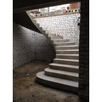изготовление монолитных лестниц с последующей отделкой деревом.