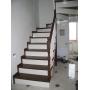 Лестницы из лиственницы.  Лестница поворотная с комбинированной окраской Калуга